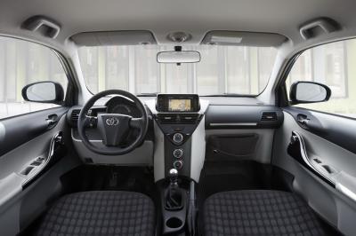 Toyota toyota aygo toyota iq 2011 for Interieur yaris 2007